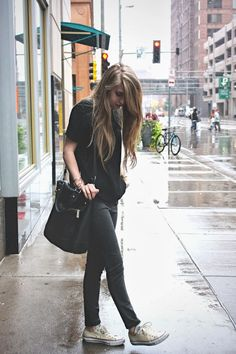 black shirt + gray leggings + converse = comfy, rainy day outfit