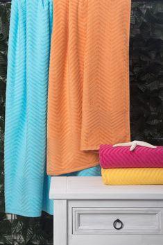 8aa20c18bfa4 A toalha de praia Chevron está disponível em diversas cores ! Você pode  escolher a que
