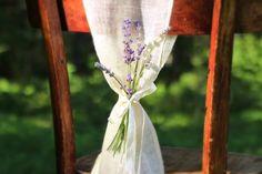 Dekorāciju noma kāzām. https://www.facebook.com/elinci.workshop Balti_rāmji_noma_kāzu_dekorāciajs_elinci_darbnīca_idejas_kāzām_krēslu_pārvalku_lentu_noma