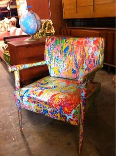 Beautiful ways of using splattered art in decor. Over twenty ways to use spattered design in your furniture, fabrics, and art pieces. Feed you design ideas now. Funky Painted Furniture, Painted Chairs, Paint Furniture, Furniture Projects, Cool Furniture, Furniture Design, Vintage Furniture, Painted Tables, Decoupage Furniture