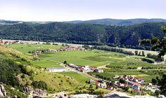 Danube River is called Donau in German, Danubius in Latin and Dunay in Russian. It passes through 10 countries and ends in Black Sea. It has the most international drainage basin in the world shared by 19 countries.| Tuna Nehri, İngilizce'de Danube, Almanca'da Donau, Latince'de Danubius, Rusça'da Dunay adları ile anılır. 10 ülkeyi katederek Karadeniz'e dökülür. 19 ülke tarafından paylaşılan dünyanın en uluslararası akarsu havzasına sahiptir. http://www.beyzantekstil.com.tr/sayfa/71/tuna.html