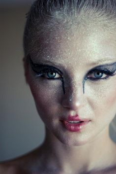 Black Swan Makeup, I like how she doesn't go all the way to the eyebrow