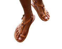 Tan Leather Sandals for Women & Men - Design 33a - Leather Sandals, Casual Leather Flats, Unisex Sandals, Handmade Sandals, Natural Sandals de WalkaholicS en Etsy https://www.etsy.com/mx/listing/227280958/tan-leather-sandals-for-women-men-design