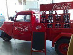 Coca-Cola by Daniel Alho / Coca-Cola Truck Coca Cola Decor, Coca Cola Ad, Always Coca Cola, World Of Coca Cola, Pepsi, Vintage Coke, Vintage Trucks, Old Trucks, The Beach