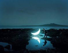 Private Moon: a visual story with a portable moon (by Leonid Tishkov) Moon Moon, Moon Art, Blue Moon, Moon River, Banksy, Photos Du, Cool Photos, Visual Story, Poema Visual