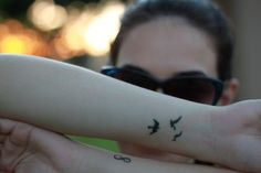 All-in-One Place for Tattoo Designs Body Art Tattoos, New Tattoos, Hand Tattoos, Cool Tattoos, Tatoos, Tattoo You, Tattoo Quotes, Tree With Birds Tattoo, Tattoo Ideas Tumblr