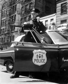 Old School. NYPD RMP - using the telephone handset on the radio. It does isolate the radio signal over the siren noise. Emergency Vehicles, Police Vehicles, Police Wedding, Photo New York, Radios, Old Police Cars, New York Police, New York Pictures, Law Enforcement