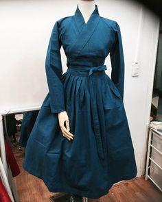 개량한복 Oriental Fashion, Asian Fashion, Hijab Fashion, Fashion Outfits, Womens Fashion, Korean Traditional Dress, Traditional Dresses, Korean Dress, Korean Outfits