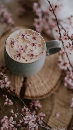 Find beauty everywhere: Photo Et Wallpaper, Spring Wallpaper, Flower Phone Wallpaper, Wallpaper Backgrounds, Iphone Wallpaper, Spring Aesthetic, Cozy Aesthetic, Flower Aesthetic, Coffee And Books