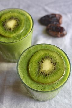 Smoothies as meal replacements | Maninio Healthy Drinks Beet Smoothie, Ginger Smoothie, Vegan Smoothies, Strawberry Smoothie, Fruit Smoothies, Dairy Free, Gluten Free, Meal Replacements, Vegan Appetizers