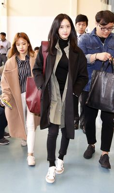 GIRLS GENERATION, the best source for photography, media, news and all things related to the girl group Girls' Generation. Snsd Airport Fashion, Snsd Fashion, Korean Girl Fashion, Fashion Idol, Korean Street Fashion, Japan Fashion, Yoona Snsd, Airport Style, Korean Actresses