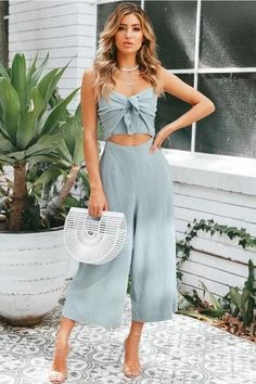 Flawless Summer Outfits Ideas For Slim Women That Looks Cool - Oscilling Fashion Pants, Look Fashion, Fashion Outfits, Feminine Fashion, Cheap Fashion, Fashion Ideas, Fashion Trends, Dress Outfits, Cute Outfits