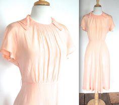 Vintage 1920s Dress // 20s 30s Pale Peach Silk Day Dress // Tea for Two // DIVINE