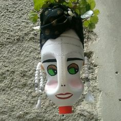 DIY Face Shaped Painted Plastic Bottle Planters - Unique Balcony Garden Decoration and Easy DIY Ideas Plastic Bottle Planter, Plastic Bottle Crafts, Plastic Bottles, Garden Pots, Balcony Garden, Garden Ideas, Plants In Bottles, Face Planters, Bottle Painting