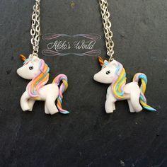 Collier petite licorne arc-en-ciel pastel pailleté par AkikosWorld