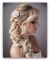 Piękna fryzura, bardzo dobrze pasuje na ślub dla świadkowej lub Panny Młodej.