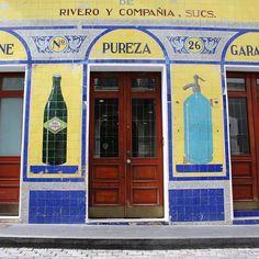 17 vibrant images of San Juan that make your city look gray - Matador Network Jazz Bar, Color Tile, Viera, Photojournalism, Wooden Doors, Puerto Rico, Rum, Travel Photography, Explore