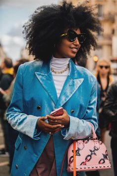 Stylist Julia Sarr-Jamois knows how to play colour cleverly. The sky-blue blazer, marshmallow pink Louis Vuitton handbag, and chunky chain hint spell out her heavyweight style credentials.