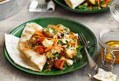 Karotten-Falafel-Salat mit Feta-Dressing
