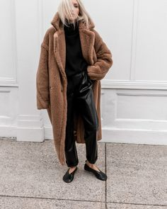Discovered by Find images and videos about fashion, outfit and look on We Heart It - the app to get lost in what you love. Yves Saint Laurent, Go To New York, All Black Everything, Faux Leather Pants, Cool Jackets, Normcore, Turtle Neck, My Style, Casual