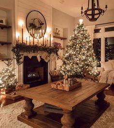 Christmas Bedroom, Farmhouse Christmas Decor, Country Christmas, Apartment Christmas, Christmas Mantels, Cozy Christmas, Christmas Decorations, Holiday Decor, White Christmas
