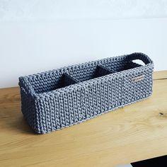 Crochet Home, Cute Crochet, Crochet Crafts, Crochet Projects, Crochet Basket Pattern, Knit Basket, Crochet Patterns, Thread Crochet, Crochet Yarn