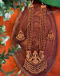 Check out these lovely latest lakshmi temple jewellery designs 2020 by the brand Aarvee Chennai. Jewelry Design Earrings, Gold Earrings Designs, Gold Jewellery Design, Indian Gold Necklace Designs, Gold Haram Designs, Latest Necklace Design, Latest Gold Jewellery, Jhumka Designs, Indian Jewelry Earrings