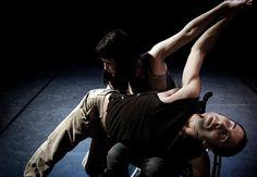 2 de Noviembre de 2012.    A las 21:00 horas en la Sala Sinfónica del Auditorio de Tenerife.    Black out -Alta Realitat experimenta con la duplicidad del cuerpo humano.