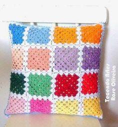 Tecendo Artes em Crochet: Almofada Squares Coloridos.