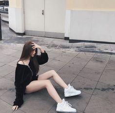 Teen Fashion Outfits, Girl Fashion, Girl Outfits, Cute Outfits, Girl Bad, Uzzlang Girl, Ulzzang Korean Girl, Photography Poses Women, Cute Beauty