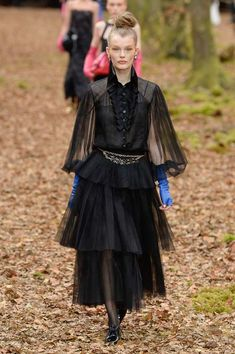 Chanel Fall 2018 Ready-to-Wear Fashion Show Collection