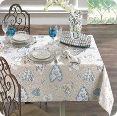 Toalha de Mesa Cuore. Todo o romantismo enfeitando sua mesa.