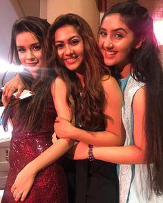 Avneet Kaur, Reem & Ashnoor Kaur  ÇR❕GR❕ Stylish Photo Pose, Stylish Girls Photos, Stylish Girl Pic, Cute Little Girl Dresses, Cute Girl Pic, Teen Celebrities, Indian Celebrities, Celebs, Girl Pictures