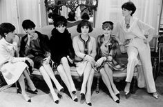 1957 - Chanel creates the two-tone shoe. In this picture the Italian actress Gina Lollobrigida surrounded by CHANEL House models wearing suits and two-tone shoes Fall/Winter Haute Couture collection) © Photo Philippe Garnier / Elle-Scoop. Estilo Coco Chanel, Coco Chanel Mode, Mademoiselle Coco Chanel, Coco Chanel Fashion, Chanel Vintage, Vintage Glamour, Vintage Vogue, Vintage Girls, Christian Dior