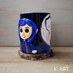 Coraline Doll, Coraline Jones, Coraline Costume, Tim Burton, Christmas Clock, Christmas Crafts, Fantasy Cake, Clay Mugs, Nightmare Before Christmas