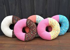Giant donut cushions - thought these are hilarious - EASy pattern 3.5mm + 5mm