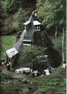 Rustic conical house by eide.zerbeto
