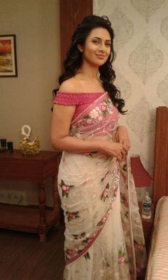 Divyanka Tripathi In A White Floral #Saree With Rose Pink Off The Shoulder #Blouse.