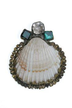 // shell amulet: