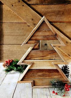Make an pallet wood Christmas tree. Step-by-step instructions for creating a pallet wood Christmas tree. Use pallet wood to create this diy project.