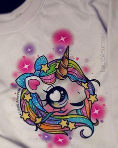 Ya está la primera prueba de las #hoodies de unicornio, y estarán listas a la venta en la mole cómic con! Espero les gusten, son para fans locos de los unicornios como yo haré piezas limitadas esta ocasión así que quien este interesado en una los veo allí, le puse mucho amor a cada rayita  gracias por su apoyo chicos, me muero de nervio #unicorn #rainbowunicorn #lauraanunnaki #sweatshirt #mylittlepony