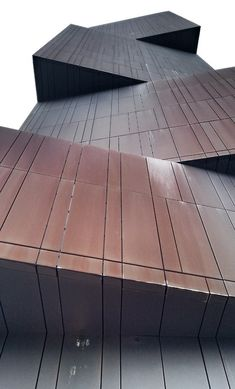 Architecture that looks like a pile of rusty blocks - super!