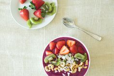 I guarantee you too will become obsessed with pitaya smoothie bowls. Because of this. This is the breakfast that got me obsessed with breakfast smoothie bowls! Yep, it all started with pitaya (also known as dragon fruit), while I was exploring all the nooks, crannies, volcanoes and rice fields of Bali.