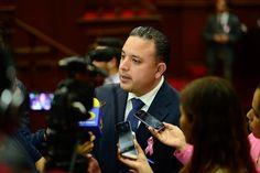El coordinador del PAN en el Congreso del Estadoseñaló que la Universidad Michoacana viene arrastrando un déficit presupuestal de mil millones de pesos y si el asuntono se resuelve pronto ...