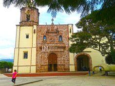 Iglesias Mexicanas: Iglesia de Santiago Apóstol en Tuxpan, Michoacán.