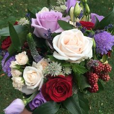 Blackberrys, hypericum berries, rose and lisanthus bouquet September Wedding Flowers, Seasonal Flowers, Berries, Bouquet, Seasons, Rose, Plants, Pink, Bouquet Of Flowers
