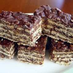 Chocolate Oatmeal Wafer Bars (Turron de Avena) My mum always made these when we were kids. It's a cheap and tasy desert which can be made a day in advance. Tortas Light, Easy Desserts, Dessert Recipes, Comidas Light, Pan Dulce, Chocolate Oatmeal, Mini Cheesecakes, Fingers Food, Kakao