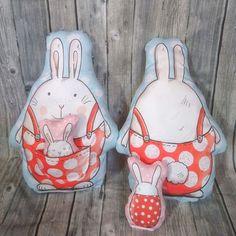 """Gefällt 6 Mal, 0 Kommentare - Mühlihäxli (@muehlihaexli.ch) auf Instagram: """"🐰Ostergeschenk gefällig?  Ich habe was ganz besonderes für Dich! Diese tollen Hasenkissen haben in…"""" Lunch Box, Instagram, Useful Gifts, Easter, Fabrics, Pillows, Bento Box"""
