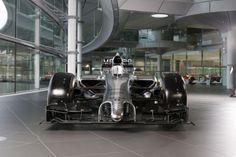 Escuderia inglesa é a primeira a apresentar um carro de verdade da temporada 2014 da Fórmula 1.
