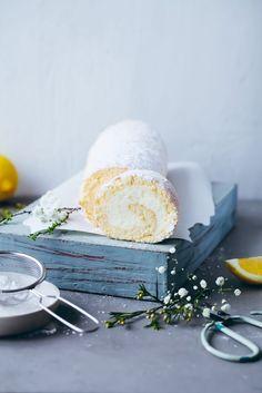 cheesecake biskuitrolle mit zitrone zuckerzimtundiebe swiss roll recipe rezept backrezept biskuitteig rolle zitronenkuchen sahne frischkäse kuchenrezept kuchenbuffet